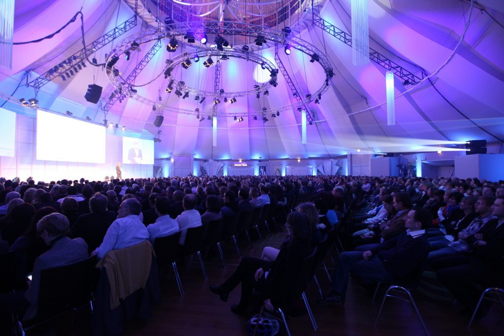 Projektor leihen Konfernez Kongress Tagung Großbildprojektion Wiesbaden Rüsselsheim Alzey Ingelheim